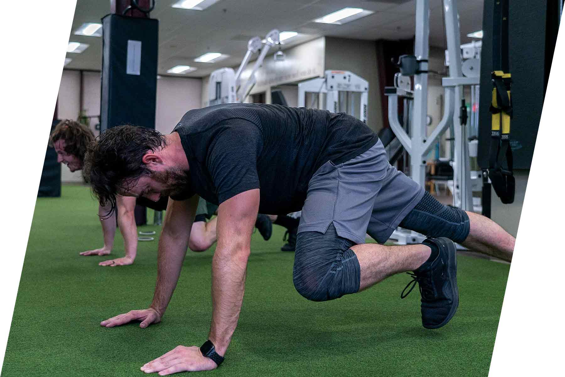 Athlon Elite Fitness-young-man-doing-mountain-climbers